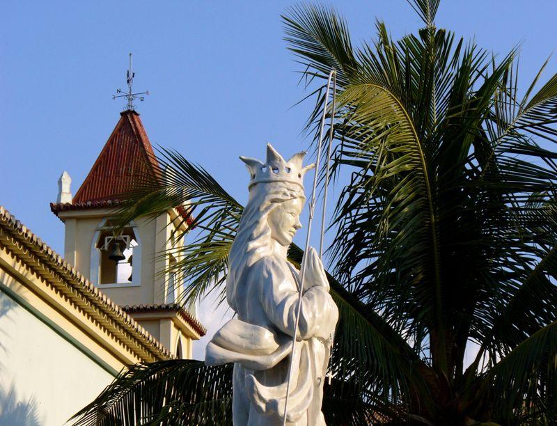 J. Patrick Fischer - Estátua de Nossa Senhora da Conceição na Igreja de Balide, em Díli.