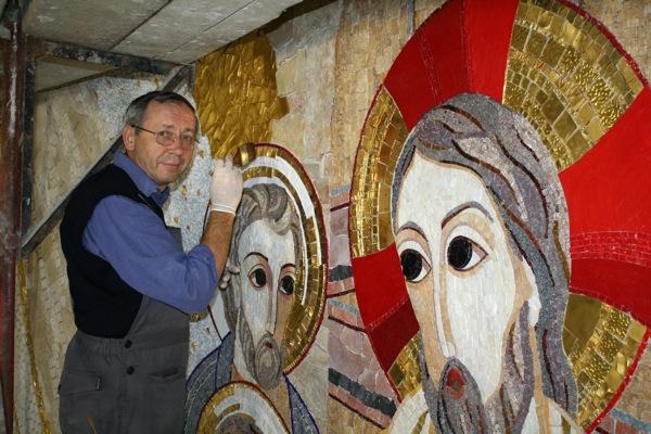 Liturgia: Padre jesuíta Marko Rupnick, «famoso pelas obras em mosaico», no Porto