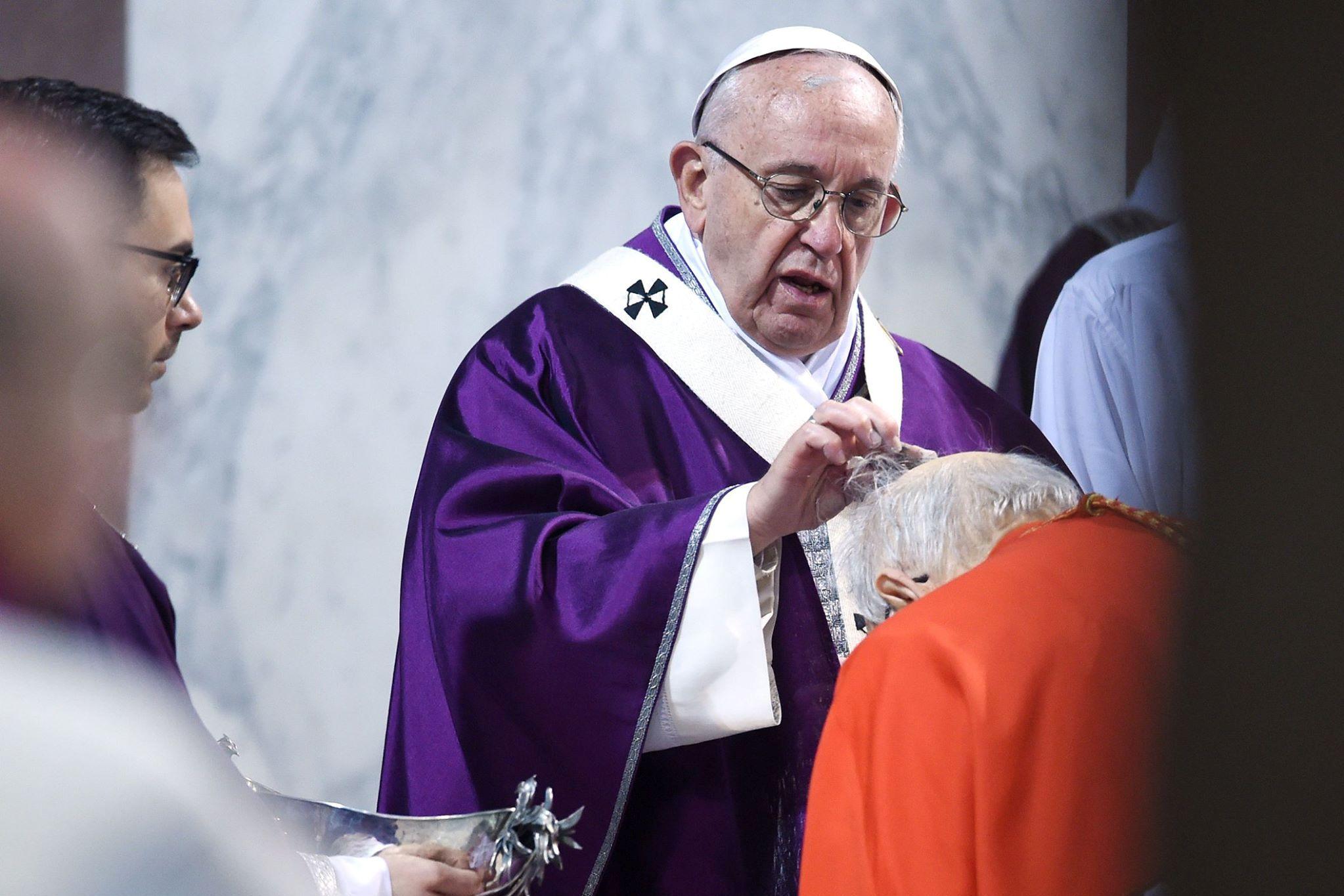 Papa condena violência sem sentido após massacre em escola na Flórida