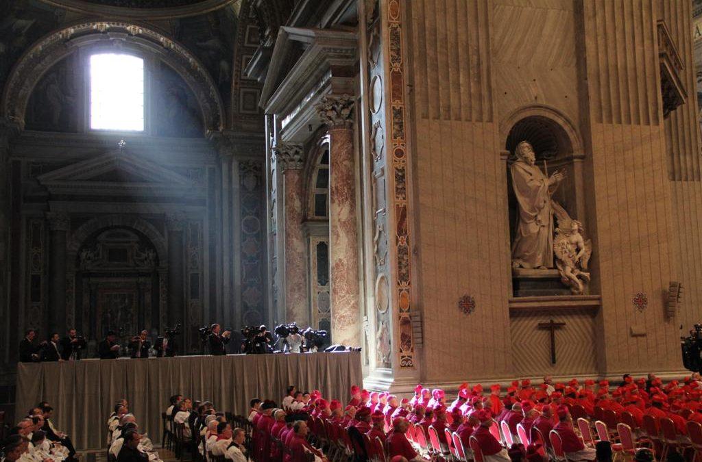 Igreja: Vaticano envia carta a todos os bispos, abordando «aspetos da salvação cristã»
