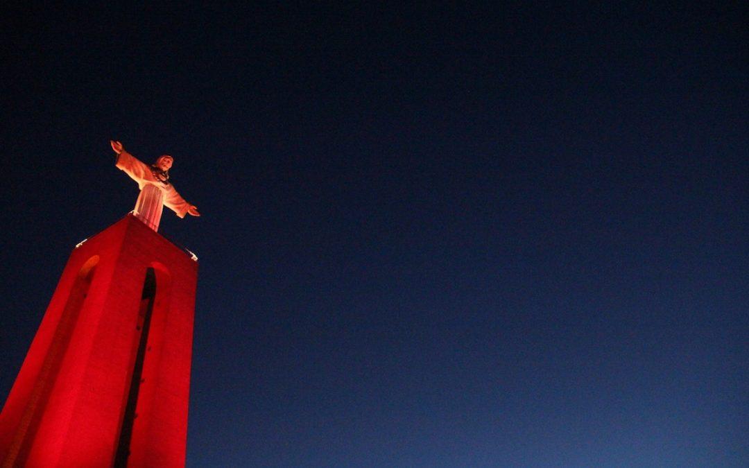 Direitos Humanos: Monumentos «pintados» de vermelho lembram os cristãos perseguidos