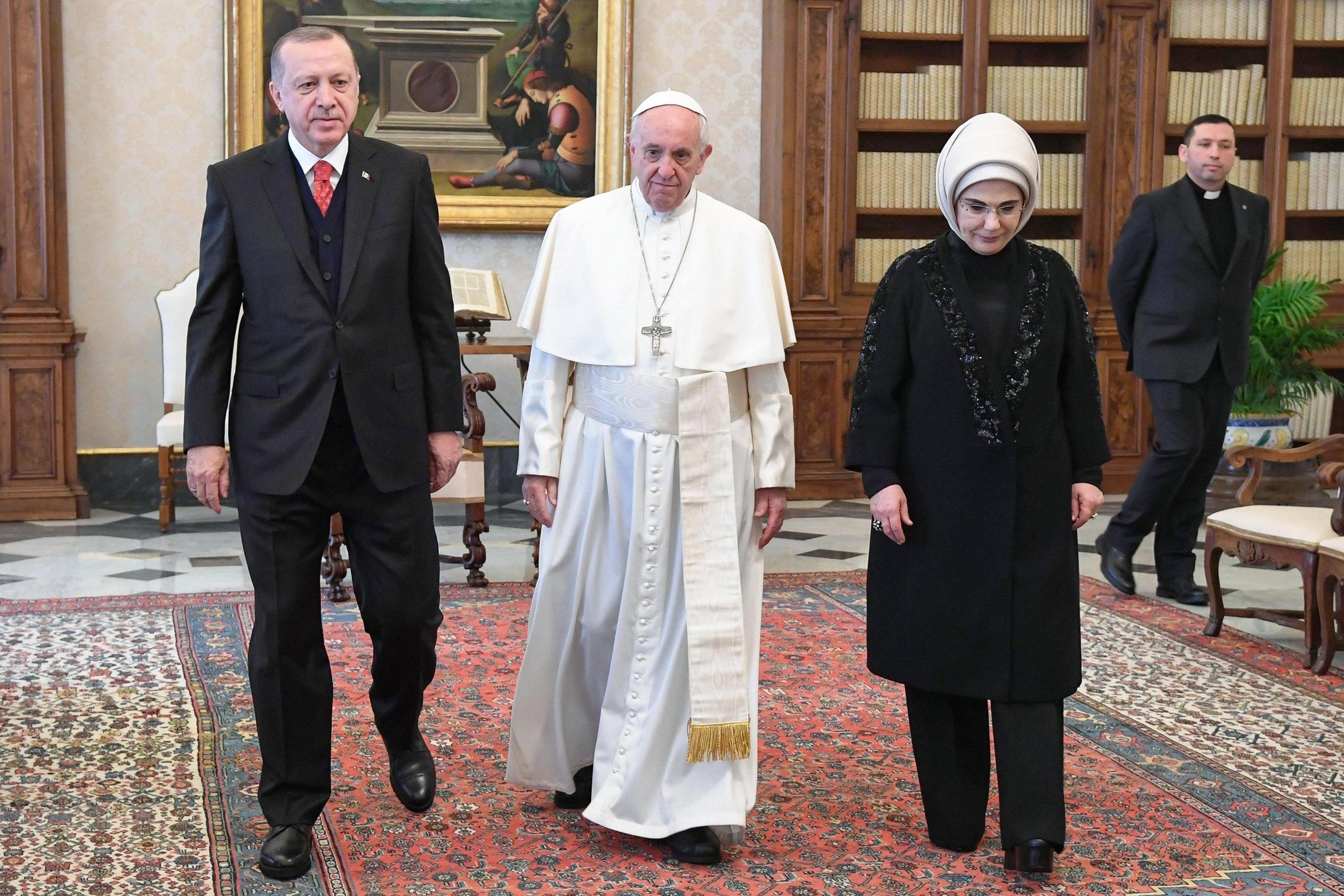 Erdogan e o Papa discutiram estatuto de Jerusalém; manifestantes mantidos à distância