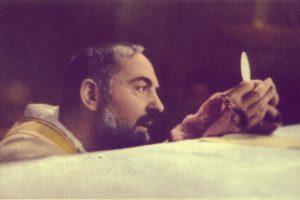 Itália: Papa vai visitar cidades de referência de São Pio, o «santo confessor»