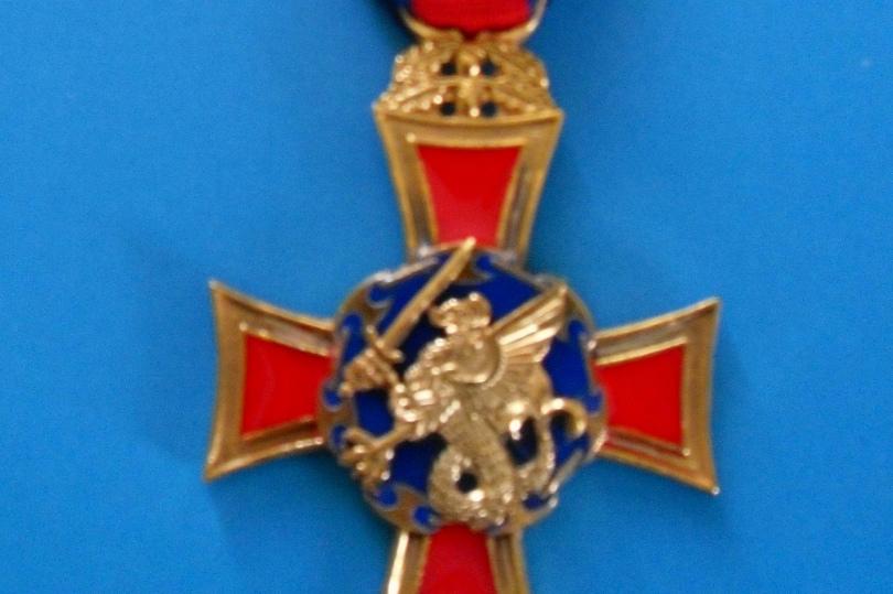 Igreja: Bispo do Ordinariato Castrense distinguido com a medalha da Cruz de São Jorge