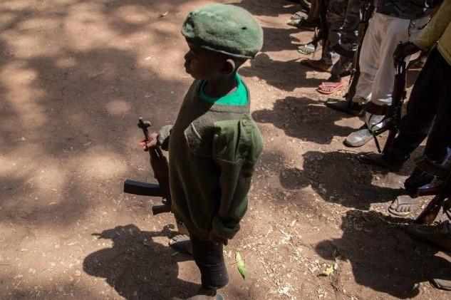 Vaticano: Papa denuncia drama das crianças-soldado