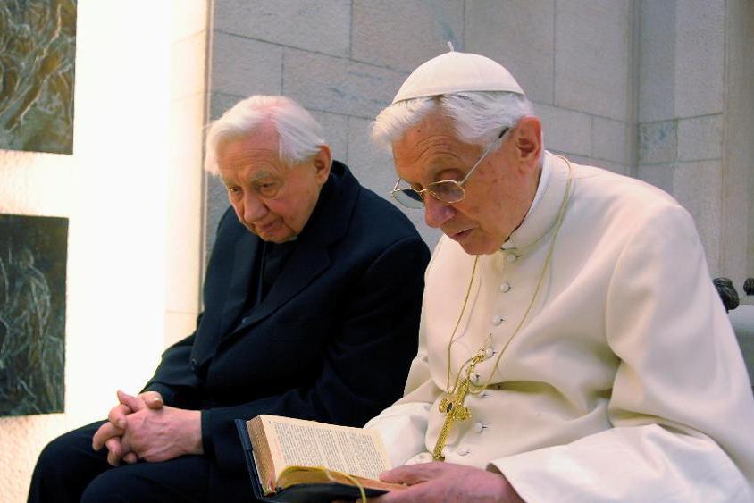 Bento XVI: Vaticano desmente notícias sobre doença do Papa emérito