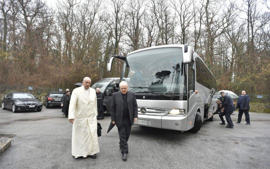 Vaticano: Papa começa retiro de Quaresma orientado por padre português