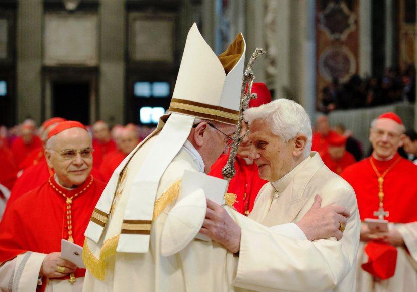 Francisco/5.º aniversário: Bento XVI sublinha «continuidade interior» dos últimos pontificados