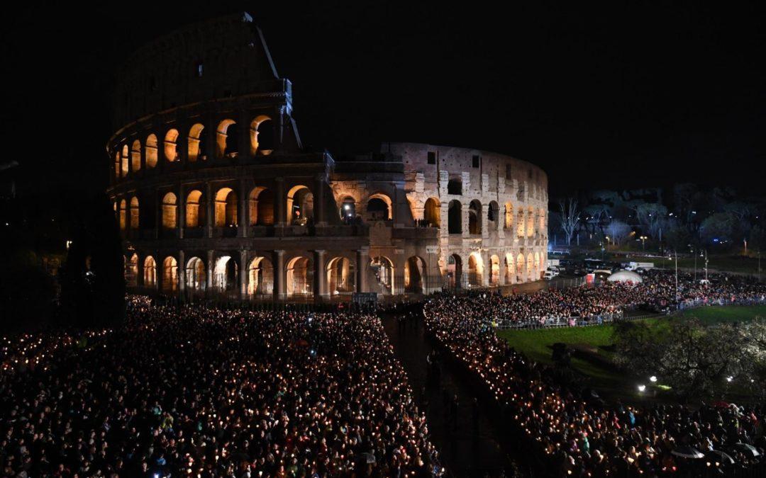 Semana Santa: Vergonha, arrependimento e esperança na Via-Sacra do Papa, no Coliseu de Roma