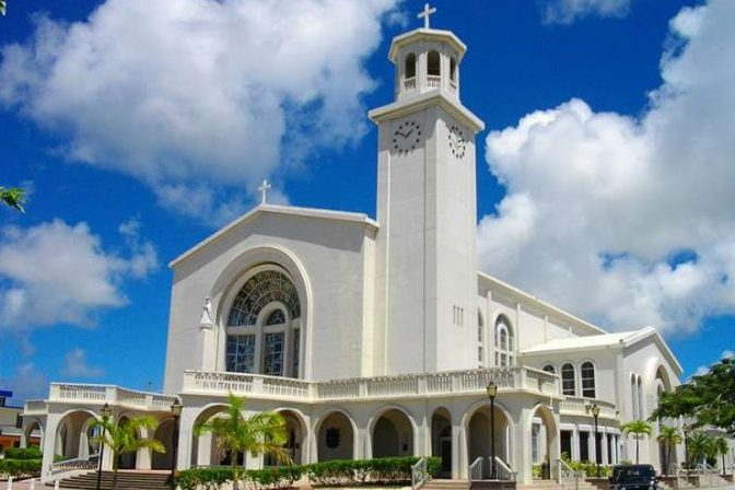 Vaticano: Tribunal condena arcebispo de Guam após julgamento sobre abusos sexuais