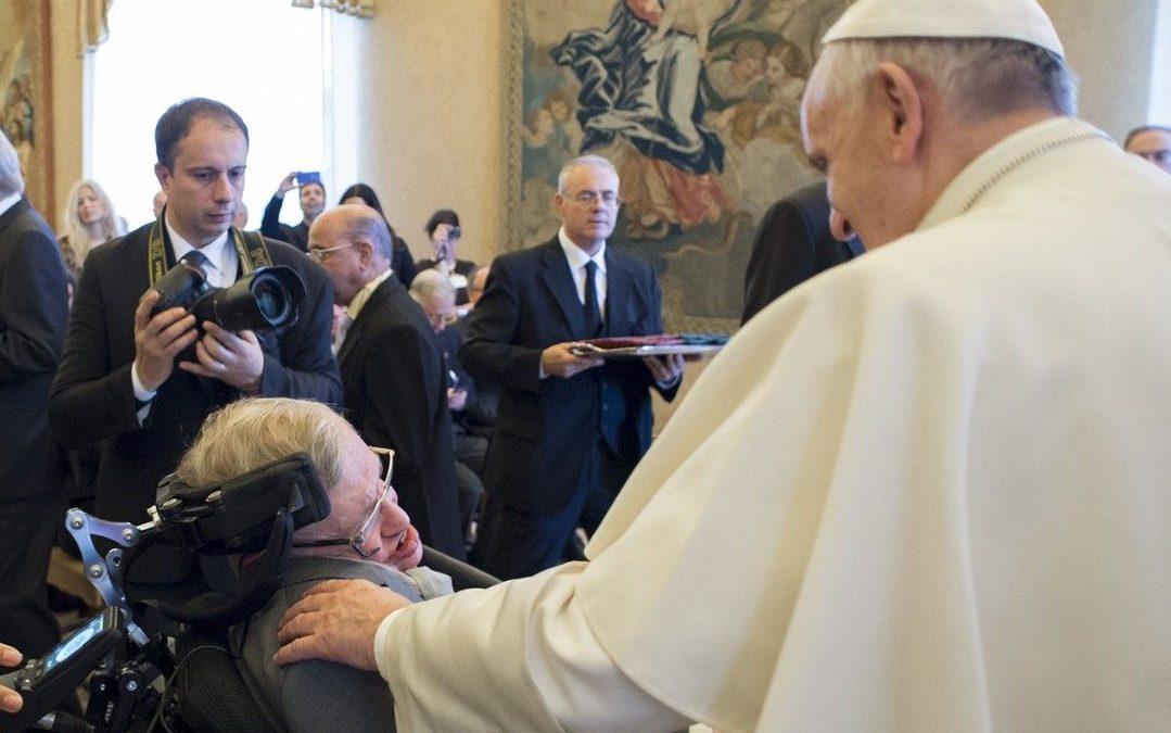 Igreja/Ciência: Vaticano despede-se de Stephen Hawking, membro da Academia Pontifícia das Ciências