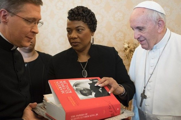 Vaticano: Papa recebeu filha de Martin Luther King