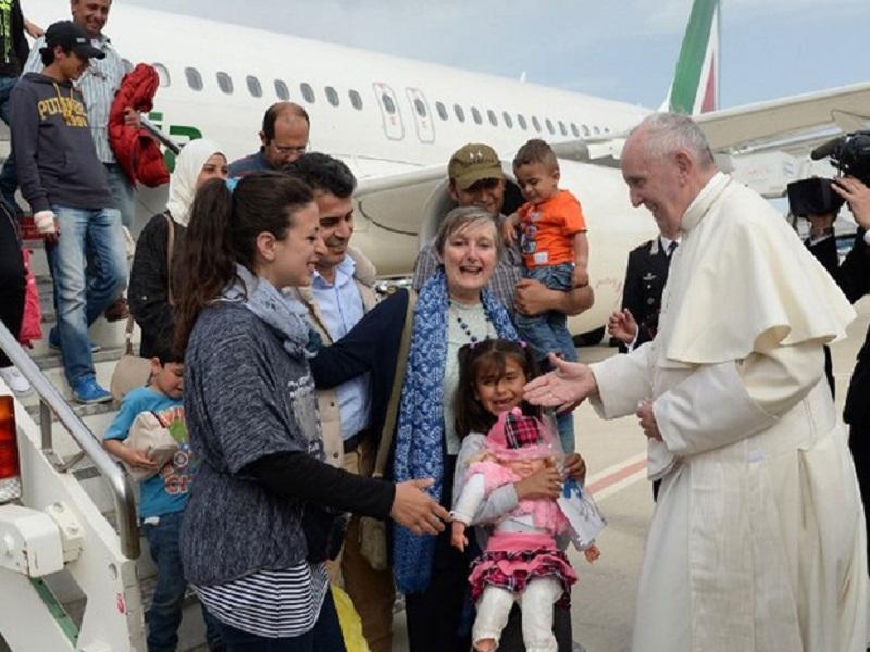 Refugiados: Papa apela a abertura de corredores humanitários