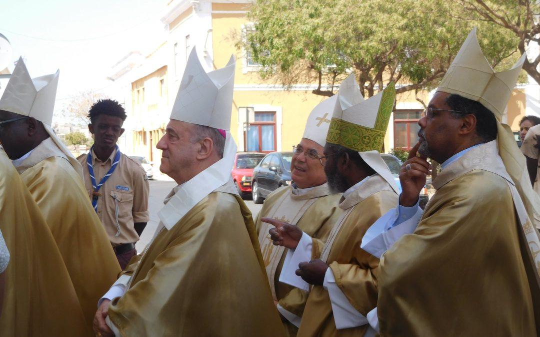 Igreja: Episcopados lusófonos propõem ao Papa que o português seja «língua oficial» no Sínodo dos Bispos