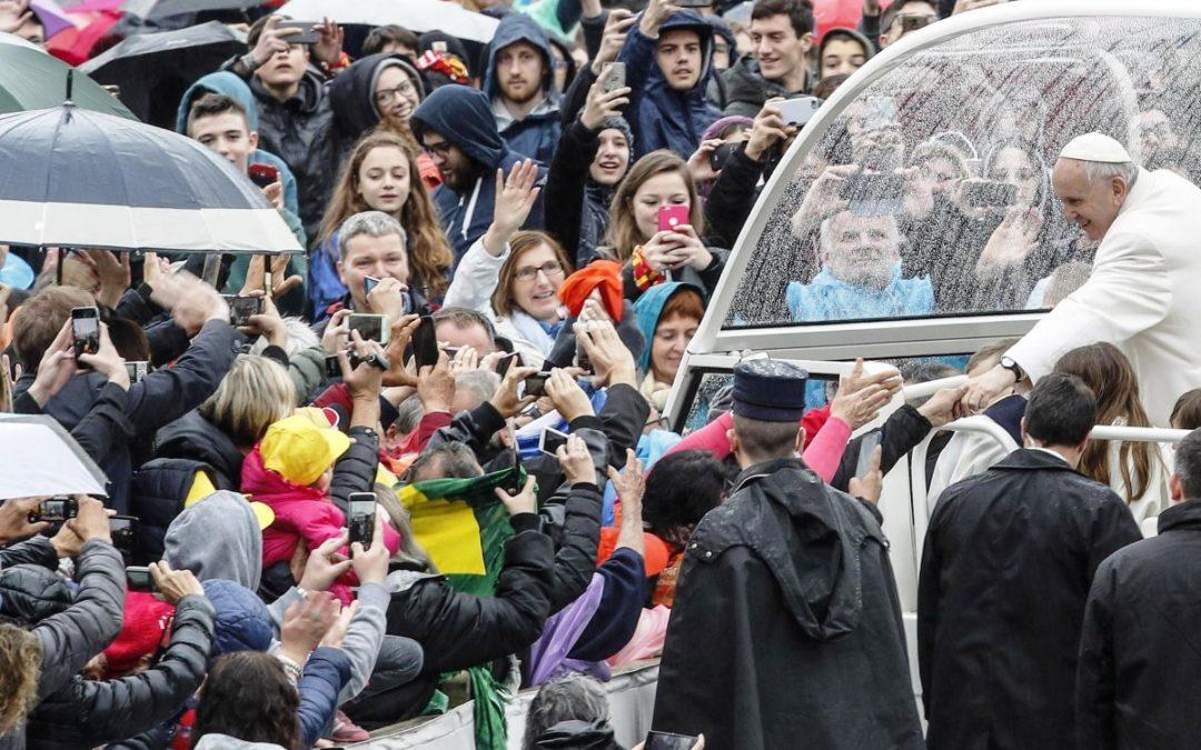 Vaticano: «Participar na Eucaristia compromete em relação aos pobres» – Papa Francisco (C/vídeo)