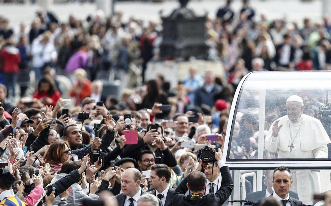 Vaticano: Papa sublinha importância do sinal da cruz na vida dos católicos (c/vídeo)