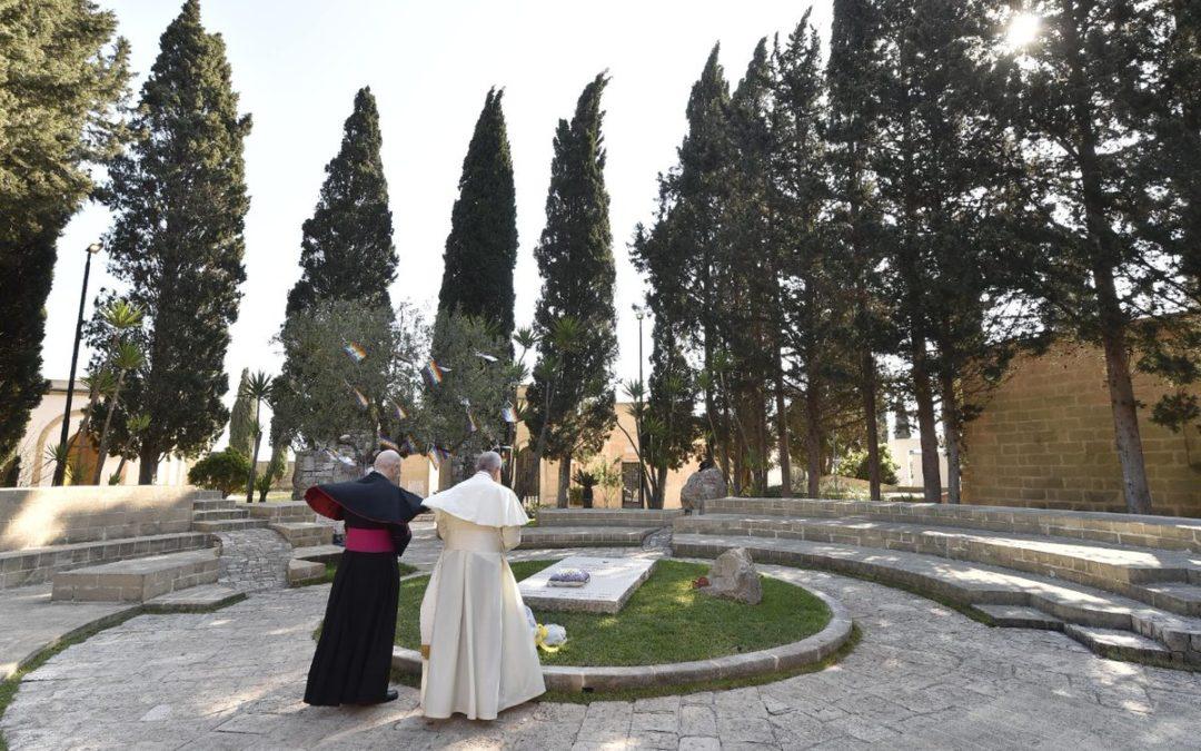 Itália: Papa faz viagem de homenagem a «bispo dos pobres»