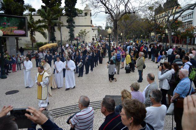Funchal: Bispo convida a partilhar anúncio Pascal que «dissipa as trevas e preenche o vazio existencial»