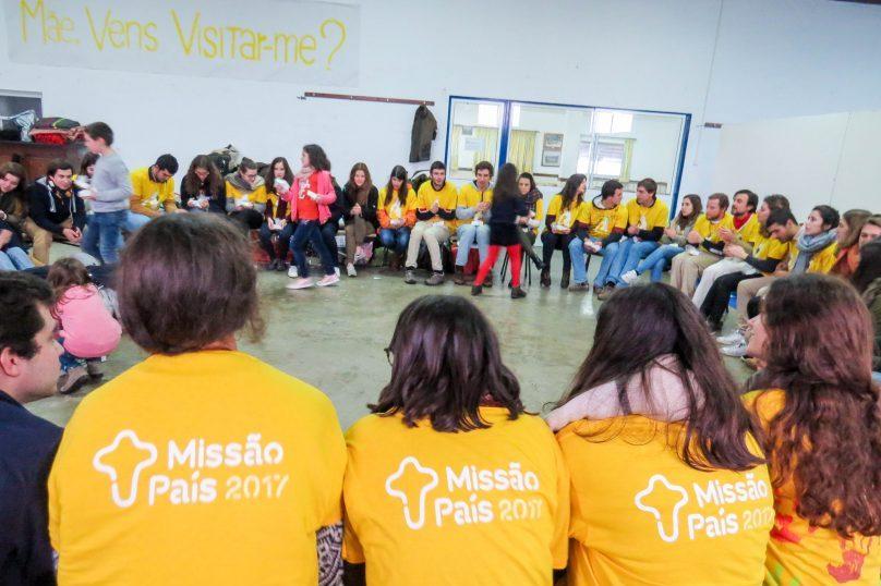 Vaticano: Papa convida os jovens a «serem atraídos e enviados» à missão