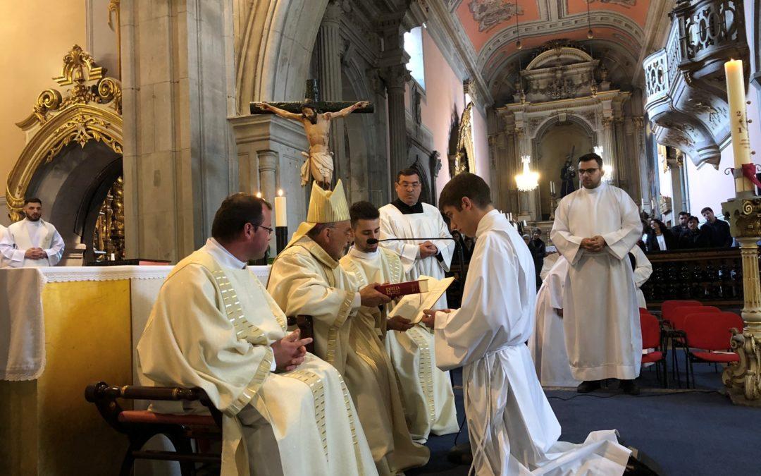Viana do Castelo: «Sede testemunhas através das vossas mãos e dos vossos pés» pediu bispo a novo Leitor e Acólito