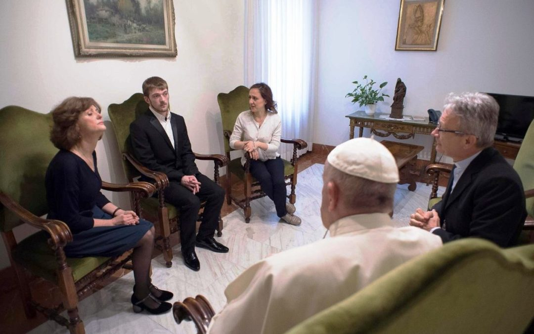 Vaticano: Papa reafirma apoio às famílias de Alfie Evans e Vincent Lambert, que médicos querem desligar das máquinas (c/vídeo)