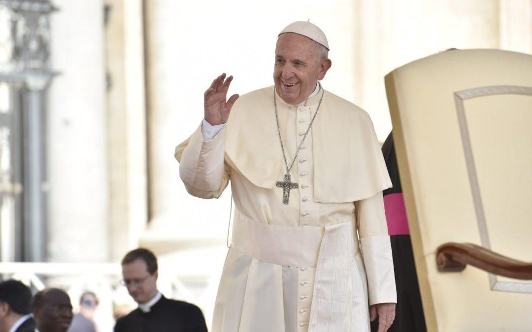 Vaticano: Batismo é um «dom» de Deus na luta contra o mal, diz o Papa