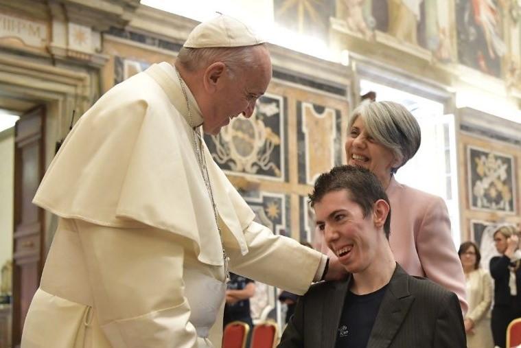 Vaticano: Papa manifesta apoio a quem sofre com Doenças Raras