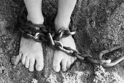 Vaticano: Papa denuncia exploração de menores