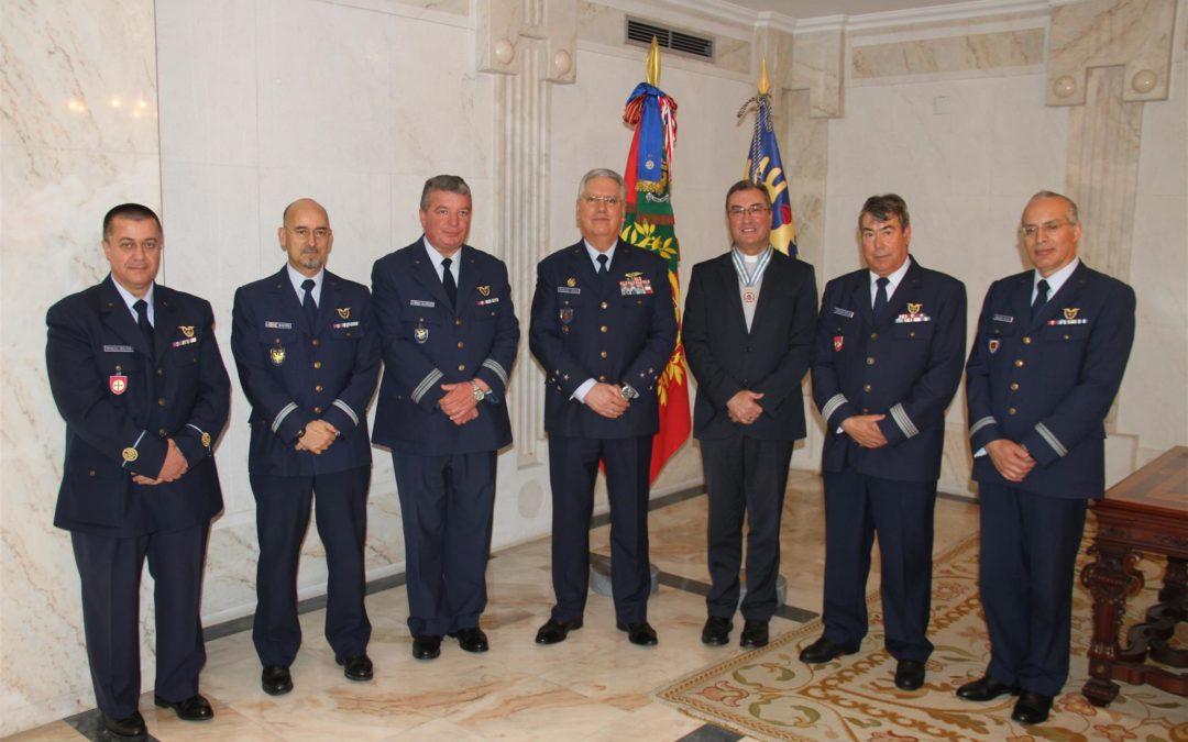 Igreja/Sociedade: Força Aérea atribuiu a D. Manuel Linda a medalha de mérito aeronáutico