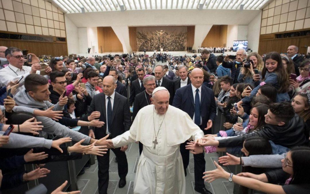 Sínodo/Jovens: Papa pede aos mais novos que estejam disponíveis a «mudar alguma coisa»