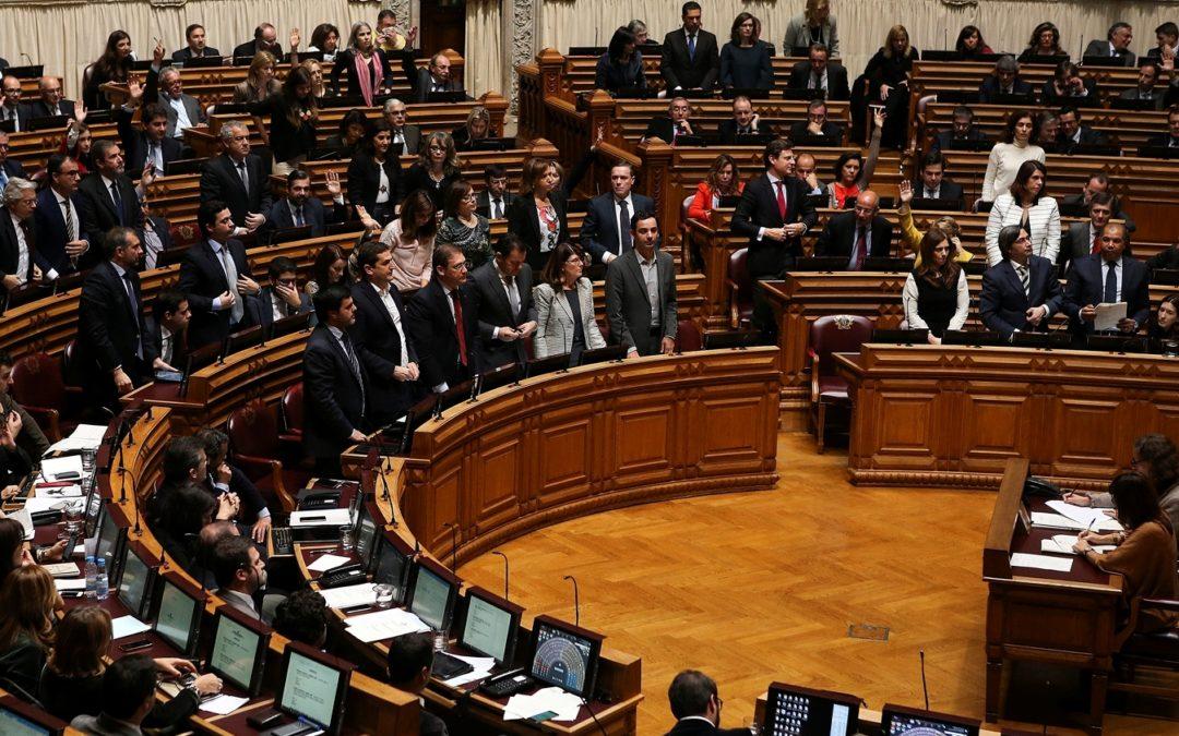 Sociedade: Parlamento aprova diploma que permite a mudança de género a partir dos 16 anos, sem relatório médico