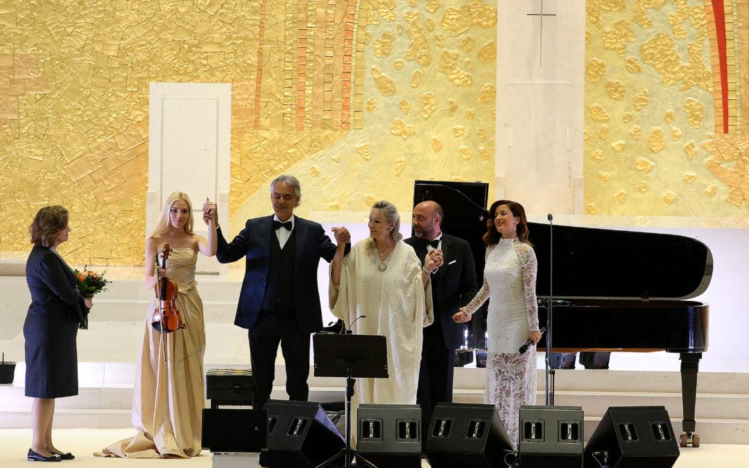 Fátima: Andrea Bocelli rezou na Capelinha antes de recital de «ação de graças» pelo Centenário das Aparições (c/vídeo)