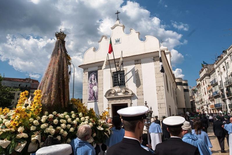 """Lisboa: Presidente da República participou na procissão de Nossa Senhora da Saúde <img src=""""http://www.agencia.ecclesia.pt/portal/wp-content/uploads/2018/07/icon_video20.png"""">"""