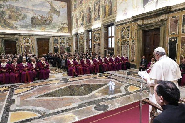 Igreja: Vaticano quer mais atenção ao Direito Canónico nas faculdades civis e católicas