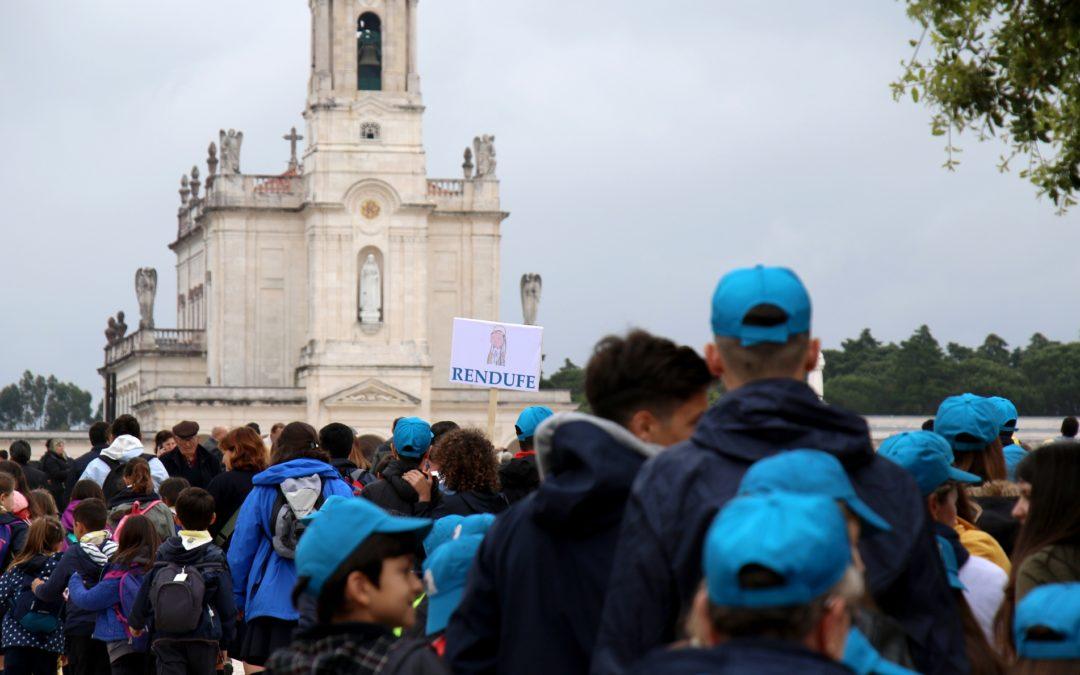 Fátima: Milhares de crianças encheram Santuário em dia de chuva, para peregrinação anual