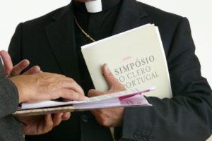 Clero: Simpósio «O padre: ministro e testemunha da alegria do Evangelho»
