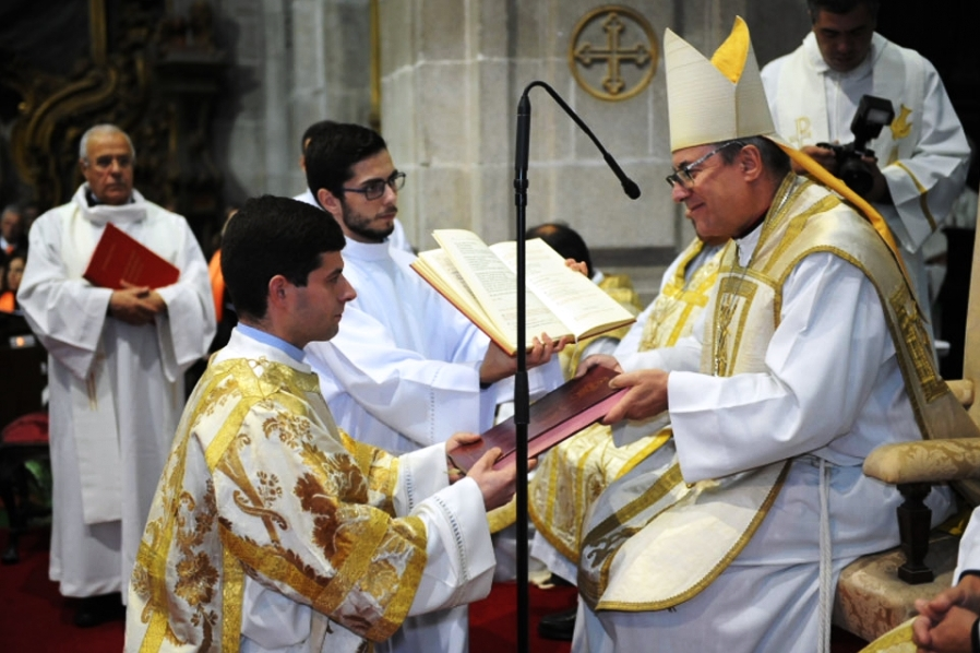 Lamego: Bispo preside a ordenação sacerdotal na Sé