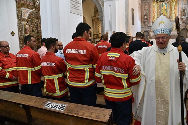Algarve: Bispo presidiu a Missa em que se rezou pelos bombeiros