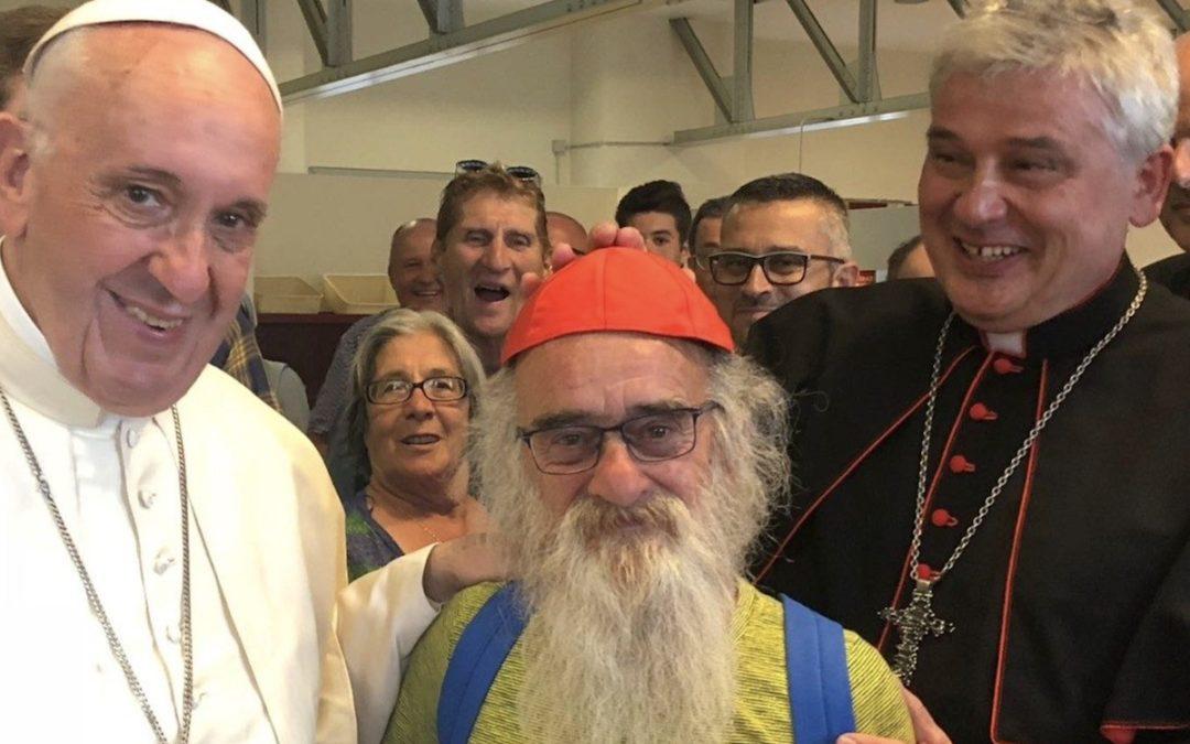 Consistório 2018: Esmoler do Papa convidou 200 sem-abrigo para comemorar a sua criação como cardeal e Francisco apareceu no jantar