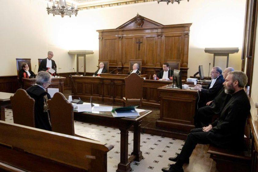 Vaticano: Tribunal condena antigo diplomata a 5 anos de prisão por posse de material pornográfico