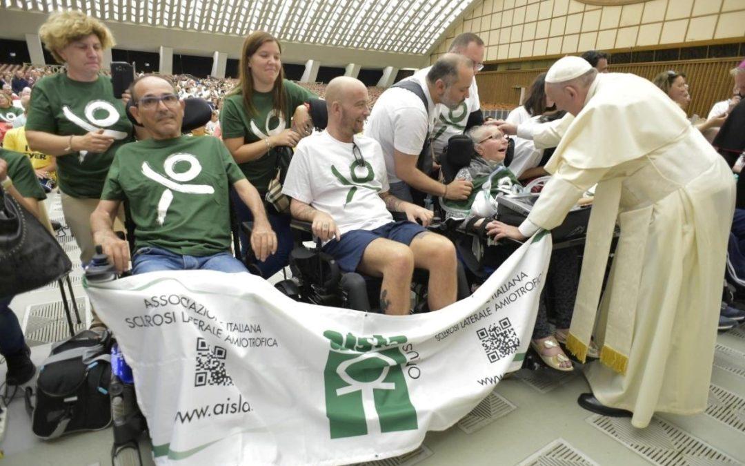 Vaticano: Papa abençoou grupo de pessoas com Esclerose Lateral Amiotrófica