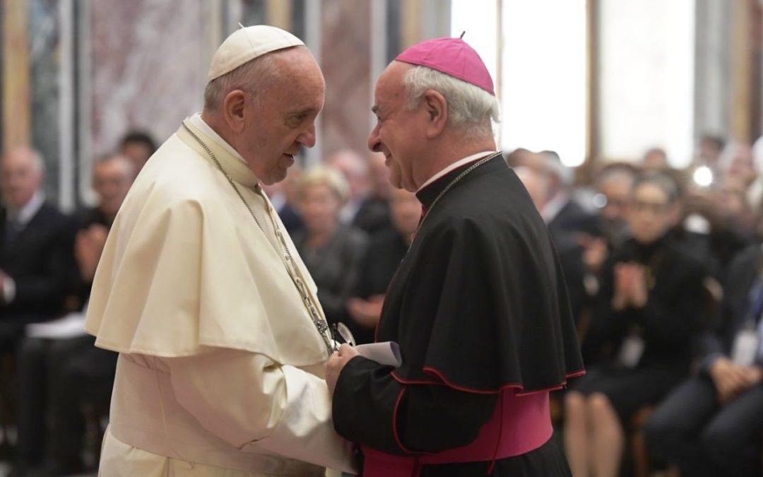 Vaticano: Papa sai em defesa da «vida sagrada» dos bebés por nascer e dos pobres que já nasceram