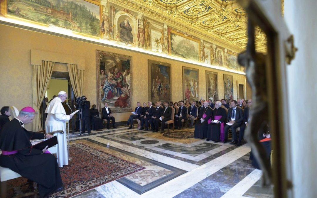 Vaticano: Papa desafia educadores católicos a «globalizar a esperança»
