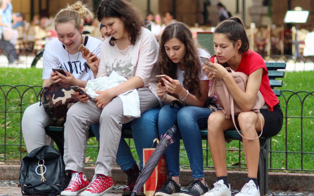 Igreja/Media: Bispos ibéricos debatem «Os jovens e comunicação»