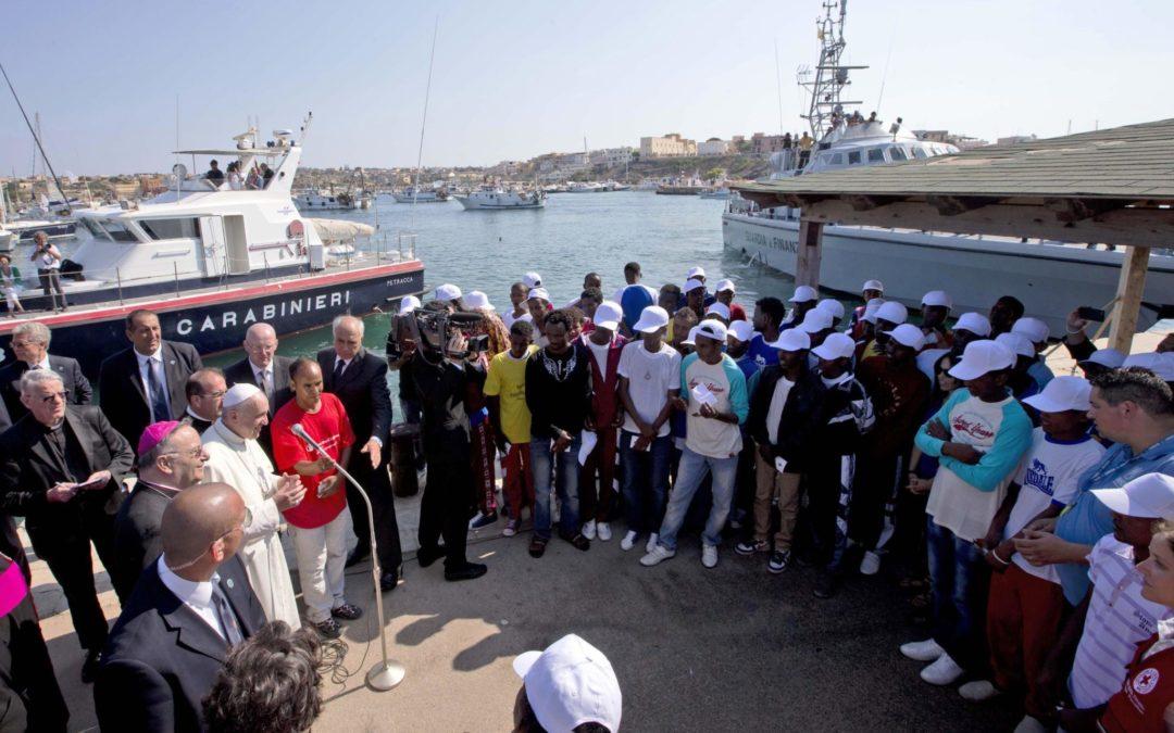 Vaticano: Papa preside a Missa com refugiados, cinco anos depois da viagem a Lampedusa