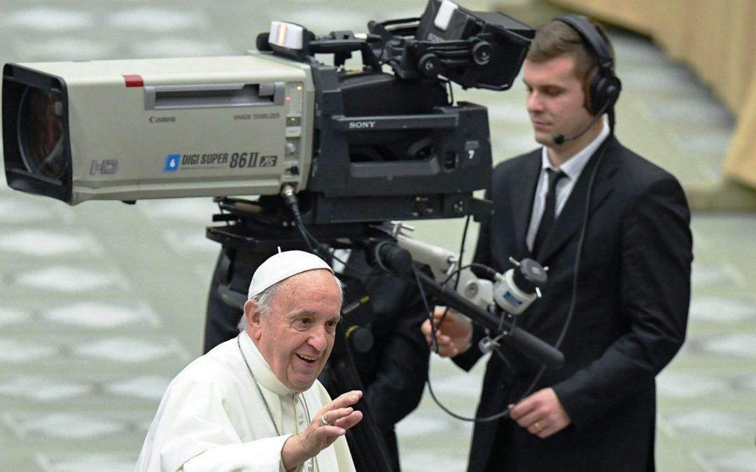 Vaticano: Papa nomeia jornalista italiano para presidir às Comunicações da Santa Sé