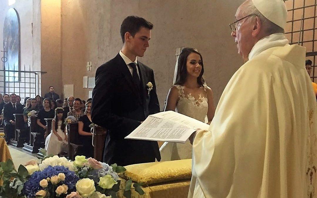 Vaticano: Papa faz «surpresa» a casal de noivos ao celebrar o seu matrimónio