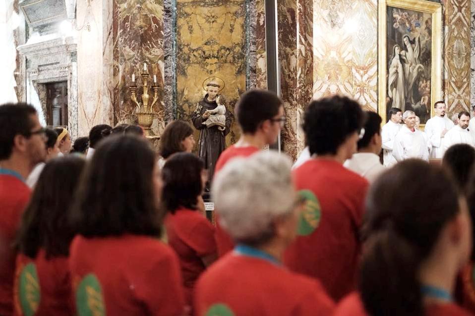 Liturgia: Acólitos portugueses em festa no Vaticano