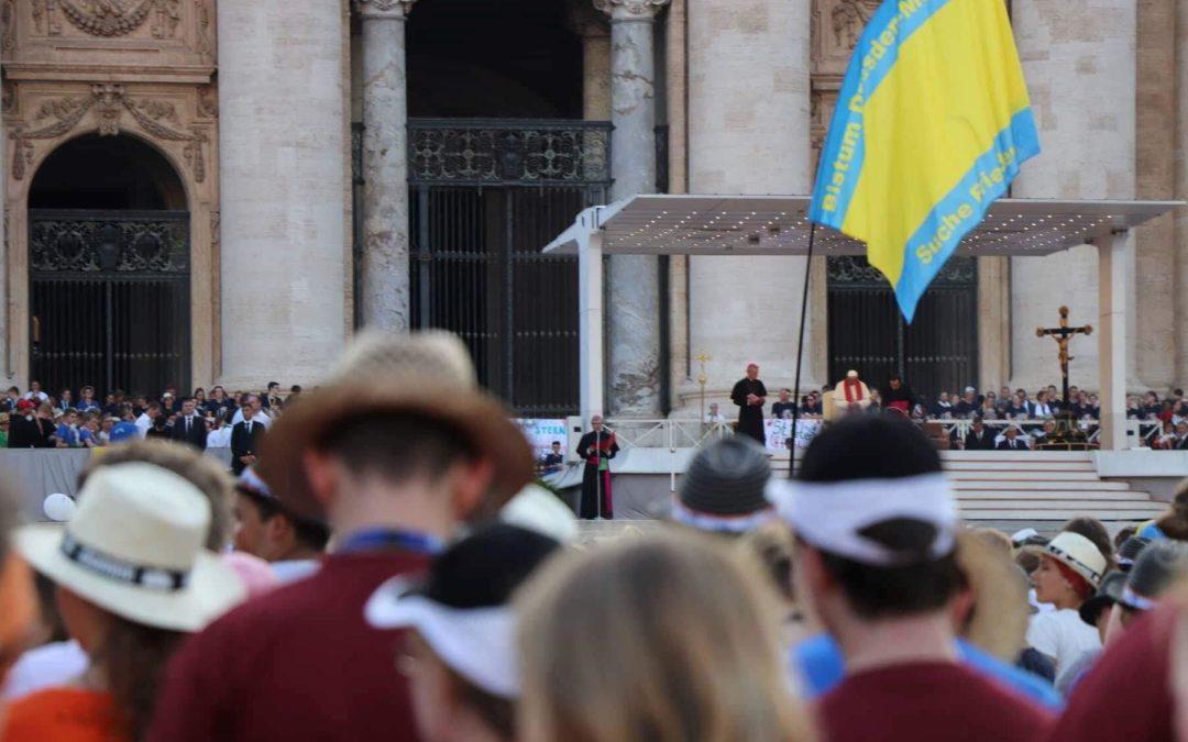 Publicações: D. José Cordeiro ofereceu ao Papa Francisco livros editados em Portugal