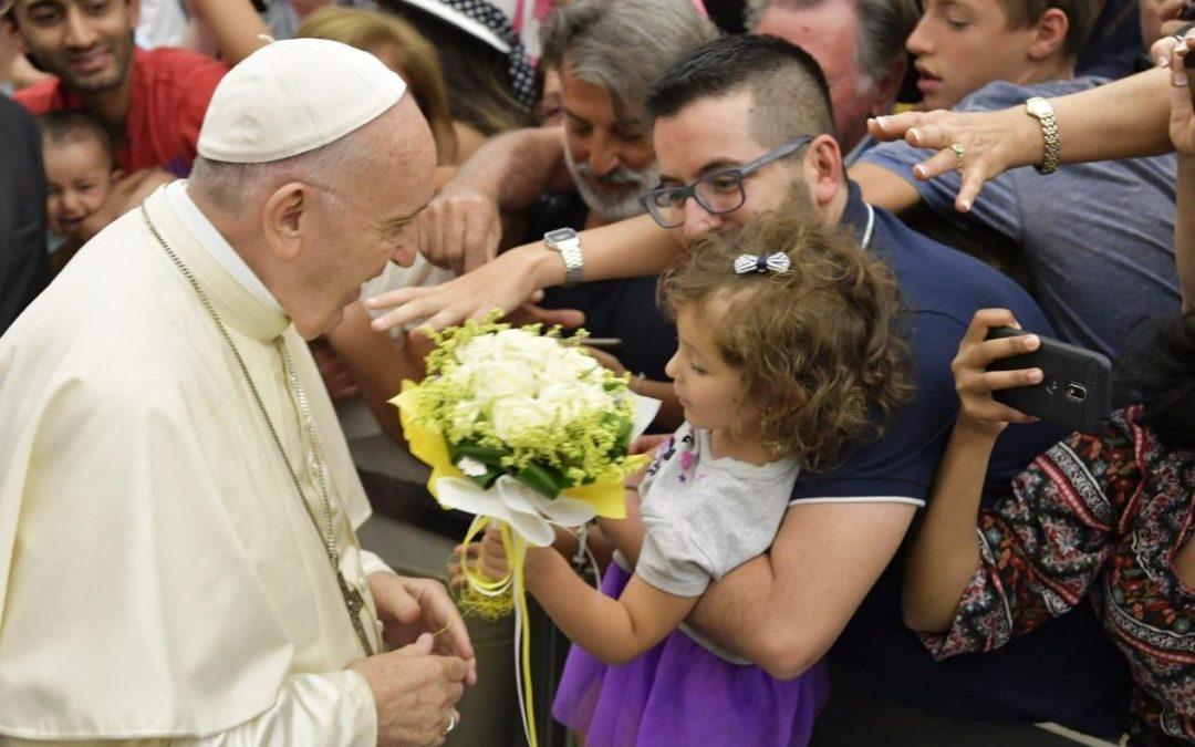 Vaticano: Papa diz que católicos devem rejeitar cartomancia e adivinhação do futuro, confiando na providência de Deus